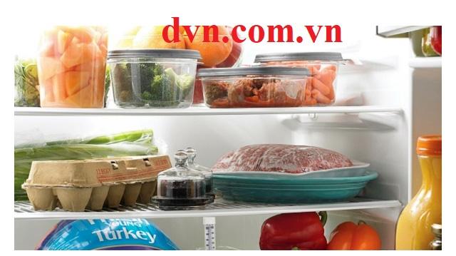 """Trả lời câu hỏi: """"Vì sao không nên để thực phẩm nóng vào tủ lạnh"""""""